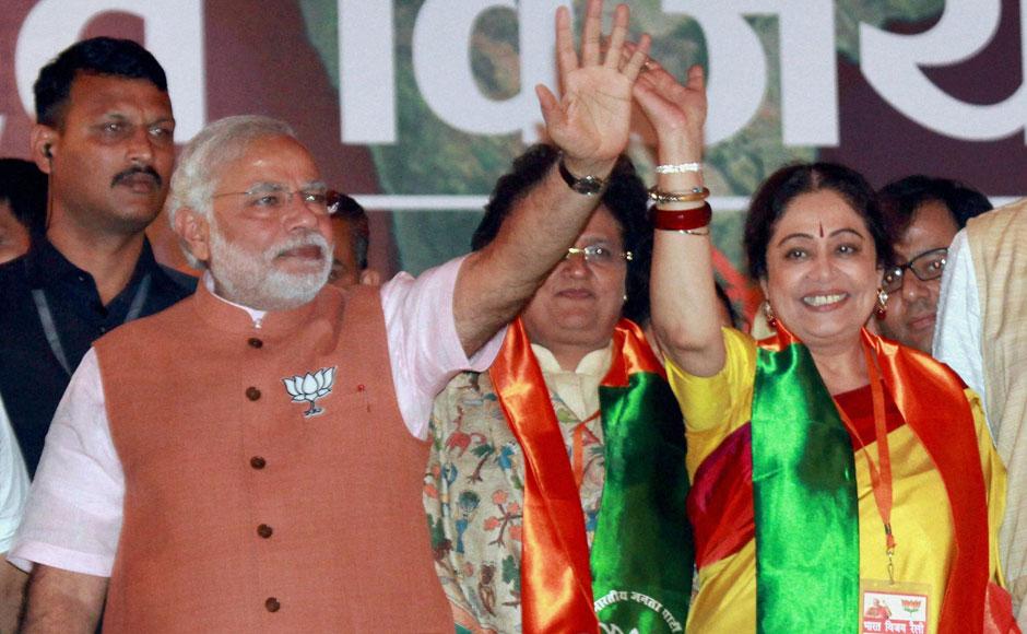 चंडीगढ़ से भारतीय जनता पार्टी की वर्तमान लोकसभा सदस्य किरण खेर मशहूर अभिनेत्री और सामाजिक कार्यकर्ता भी हैं. बीजेपी ने उन्हें 2014 के आम चुनावों के लिए चंडीगढ़ से लोकसभा उम्मीदवार के तौर पर चुनावी मैदान में उतारा और उन्होंने भारी बहुमत से सीट जीतकर पार्टी के भरोसे को कायम रखा. किरण खेर फिल्मों में अभी भी एक्टिव हैं और डांस रिएलिटी शो 'सुपर डांसर 3' की जज के तौर पर भी दिख रही हैं.