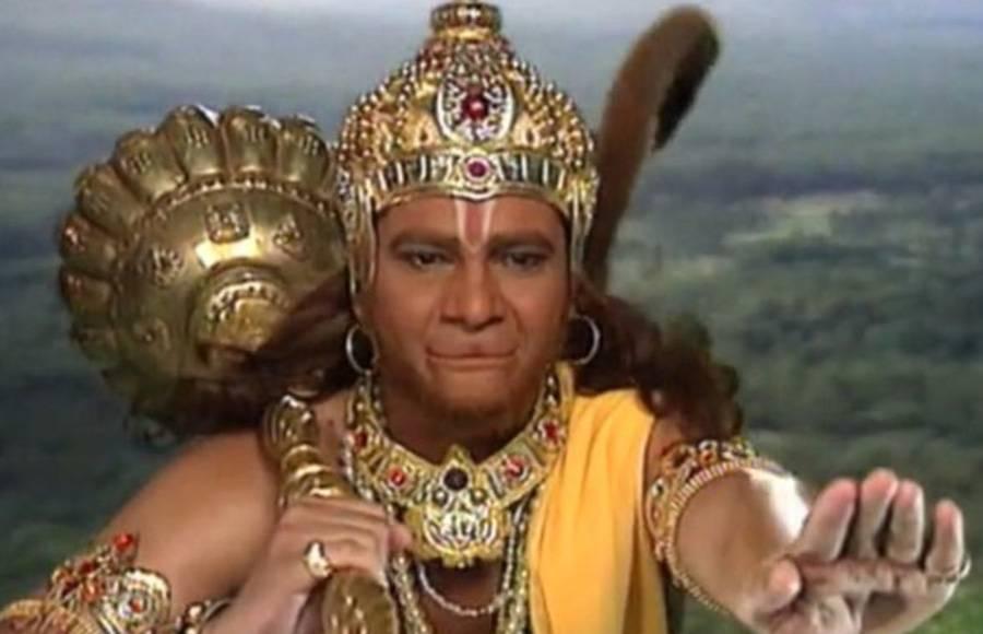 अभिनेता और प्रोड्यूसर संजय खान खुद को सबसे बड़ा हनुमान भक्त बताते हैं. संजय खान 'जय हनुमान' नाम से एक टीवी सीरीज लाए थे. इस सीरियल में अभिनेता राज प्रेमी ने हनुमान का किरदार निभाया था. इस सीरियल में राज प्रेमी को काफी पसंद किया गया था. उन दिनों ये धारावाहिक टीआरपी की लिस्ट में सबसे ऊपर होता था. संजय खान बताते है कि वो एक भयावह हादसे के बाद से भगवान हनुमान के भक्त बन गए थे.