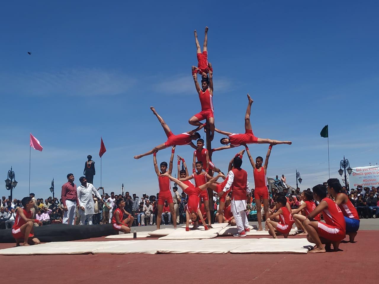 हिमाचल प्रदेश के किसी राज्य स्तरीय समारोह में पहली बार मलखम्ब का भी प्रदर्शन किया गया. आज हिमाचल दिवस पर शिमला के ऐतिहासिक रिज मैदान में आयोजित राज्य स्तरीय समारोह में गुरुकुल कुरुक्षेत्र के लगभग 47 विद्यार्थी अपने कौशल का प्रदर्शन किया.