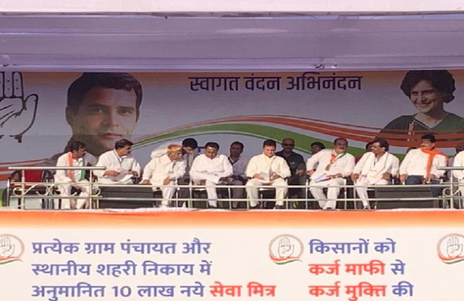 राहुल गांधी ने कहा कांग्रेस सरकार आयी तो हम गरीब परिवारों के खाते में 72 हज़ार रुपए सालाना देंगे. सबसे ज़्यादा पैसा मध्य प्रदेश में आएगा क्योंकि यहां ग़रीबी ज़्यादा है.