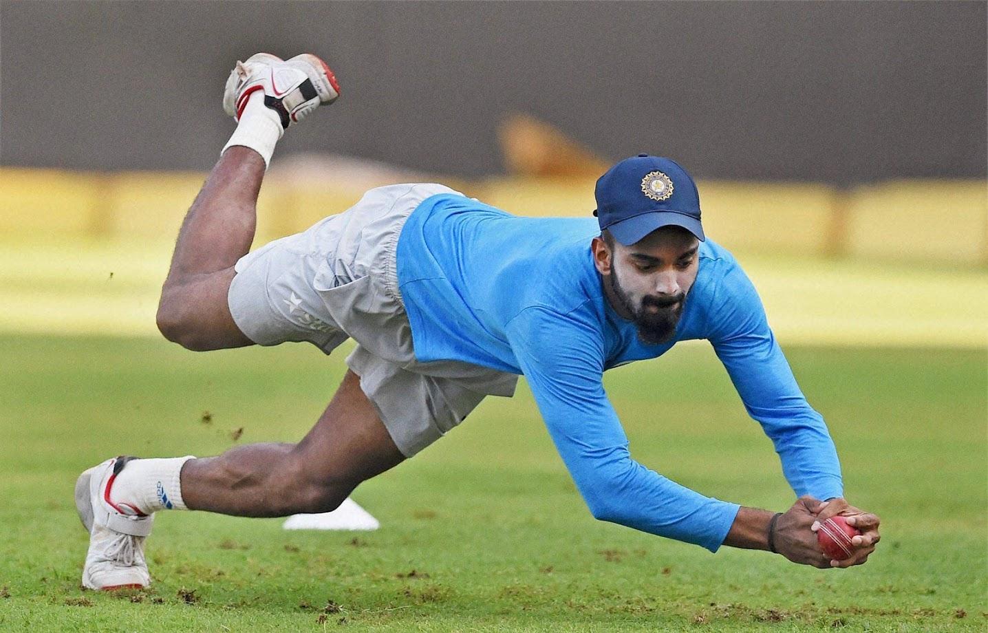 दूसरी वजह: केएल राहुल ना सिर्फ आईपीएल में दमदार प्रदर्शन कर रहे हैं बल्कि उन्हें टीम मैनेंजमेंट खासकर कोच रवि शास्त्री और कप्तान विराट कोहली का बैकअप भी हासिल है.
