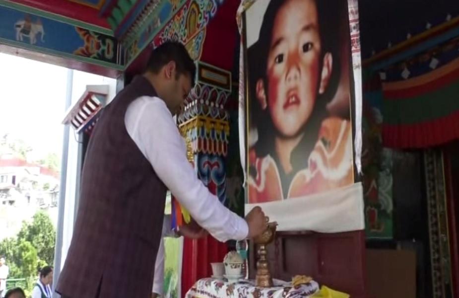 मसूरी में तिब्बती महिला संघ ने 11वें पंचेन लामा की 30 वें जन्म दिवस पर शहर के हैप्पीवैली में शांति मार्च निकाला.
