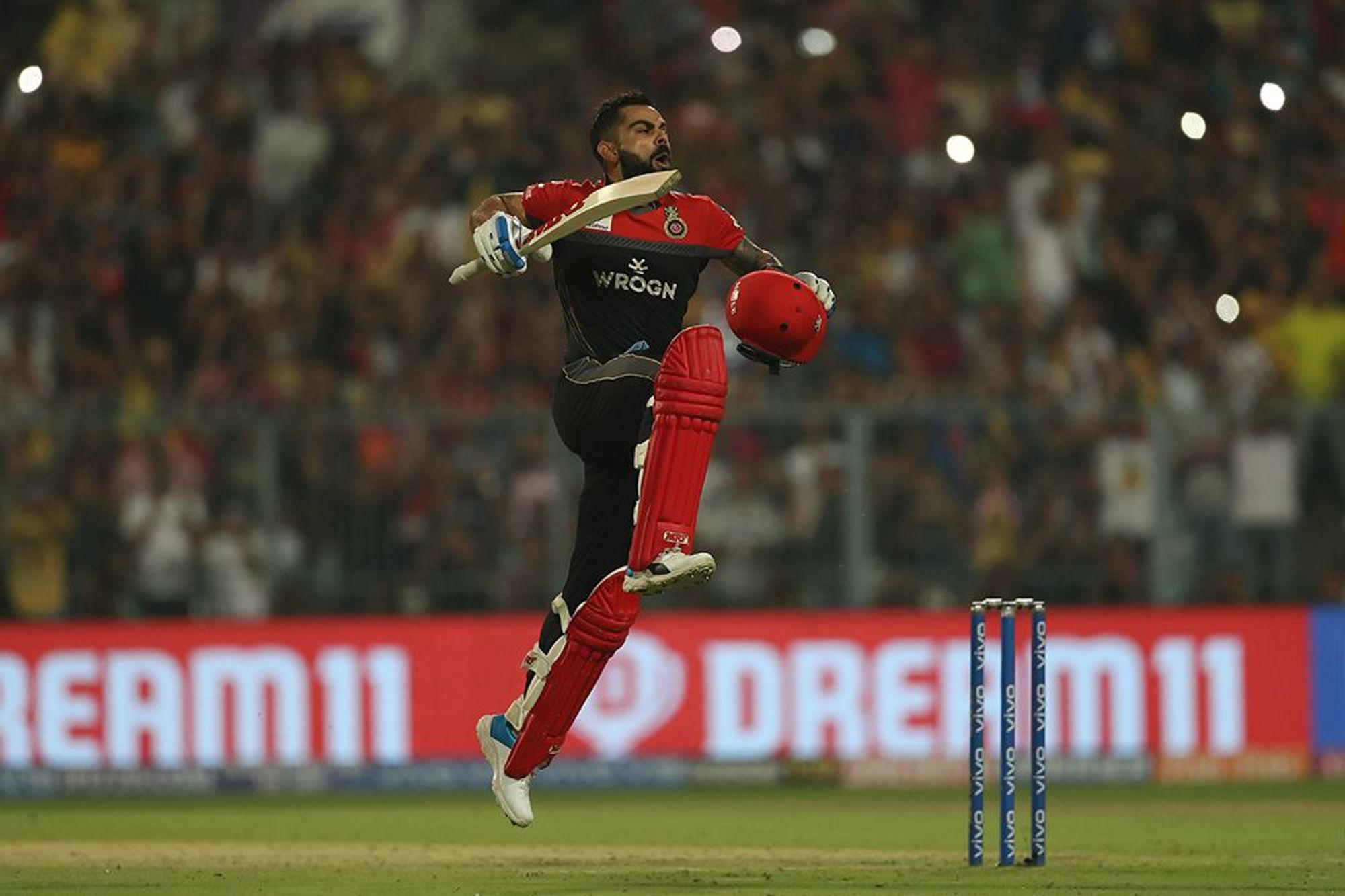 केकेआर के खिलाफ कोहली का बल्ला जबर्दस्त धमाल मचाता है. उनकी पिछली तीन पारियां क्रमश: 68*, 84 और 100 रन की रही हैं.(photo-iplt20.com)