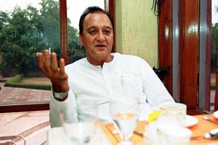 सुनील दत्त बॉलीवुड की तरह राजनीति में भी हिट रहे. उन्होंने अपना पहला चुनाव साल 1984 में मशहूर वकील राम जेठमलानी के खिलाफ लड़ा था. सुनील दत्त को जीत हासिल हुई थी. वह एक दो बार नहीं बल्कि पांच बार सांसद रहे. 2004 में उन्हें खेल और युवा मामलों का मंत्री भी बनाया गया था.