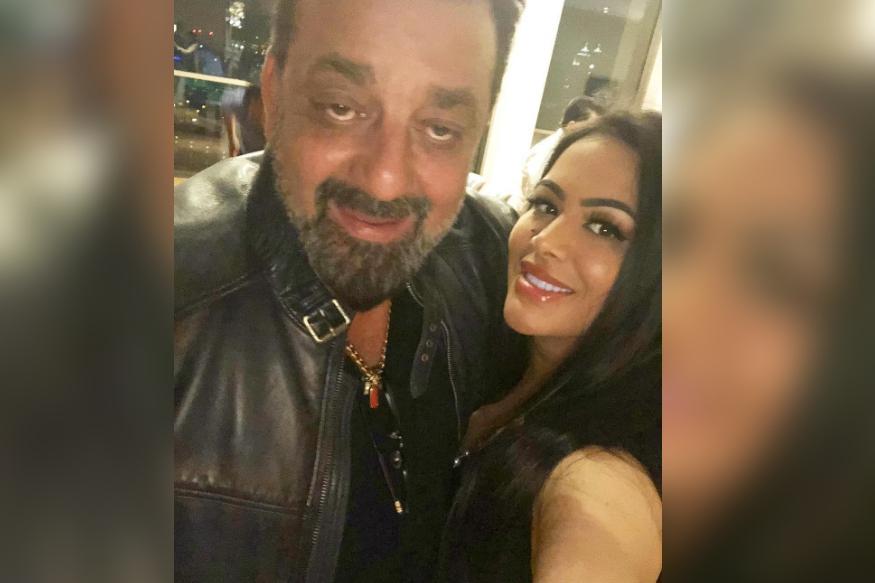 त्रिशला बॉलीवुड एक्टर संजय दत्त और उनकी पहली पत्नी ऋचा शर्मा की बेटी हैं. उन्होंने न्यूयॉर्क से लॉ में ग्रैजुएशन किया है. इसके साथ ही उनका इंट्रेस्ट मॉडलिंग और फैशन में भी है. यह उनके इंस्टाग्राम अकाउंट से बखूबी दिखता है.