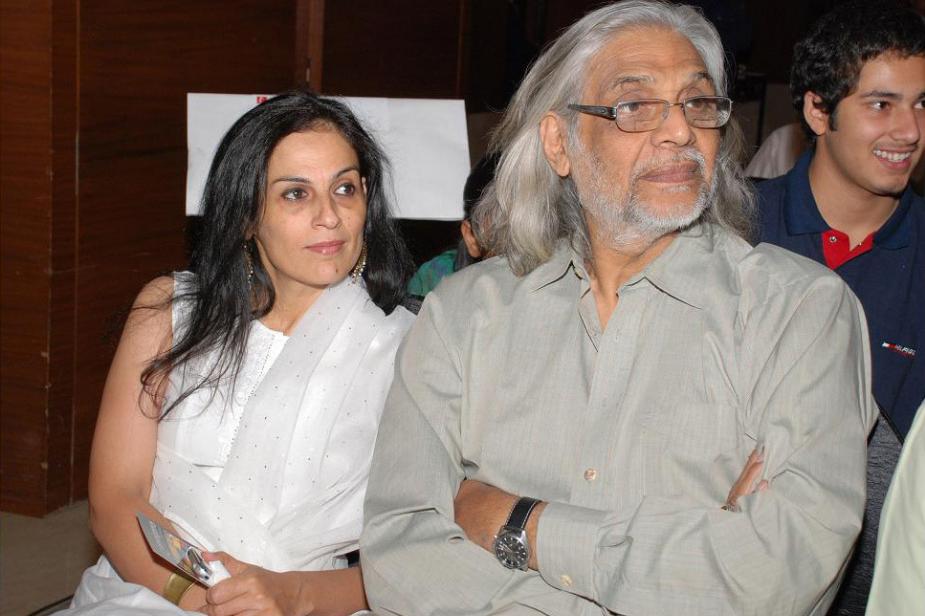 1998 में सपा के टिकट पर फिल्म निर्माता मुजफ्फर अली ने अटल को चुनौती दी, लेकिन वह राजबब्बर से भी कमजोर साबित हुए.