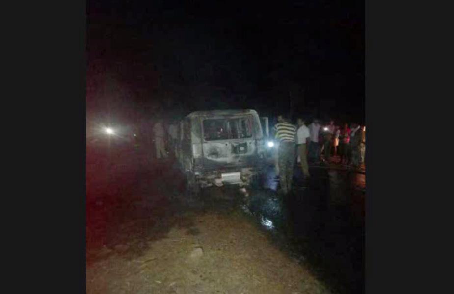 छत्तीसगढ़ में सूरजपुर जिले के प्राचीन देवी धाम कुदरगढ़ में अपनी सेवा देकर घर लौट रहे दो ट्रस्ट कर्मियों की सड़क हादसे में दर्दनाक मौत हो गई.