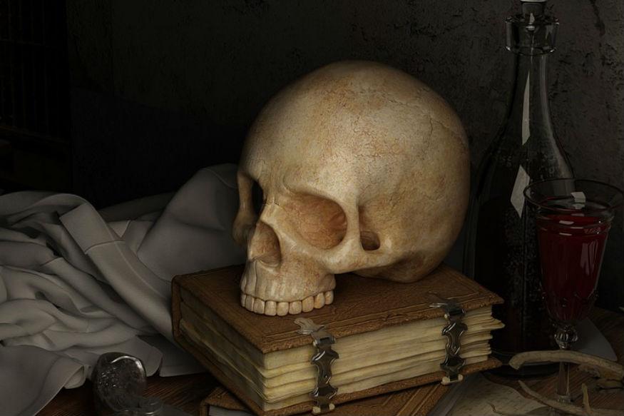 ये सभी को मालूम है, अंत निश्चित है. लेकिन मरने के बाद हमारे साथ क्या होगा, ये किसी को नहीं मालूम. आज हम इससे जुड़े भी कुछ दिलचस्प तथ्य आपको बताने जा रहे हैं. मौत के बाद हमारे साथ क्या होता है? दुनियाभर में सबसे ज्यादा मौत किन वजहों से और किस तरह हो रही हैं? मानवता की शुरुआत से अब तक कितमे लोग मर चुके हैं? किस-किस तरह का मृत्यु दंड लीगल है? जानिए ऐसे ही बहुत से सवालों के जवाब.