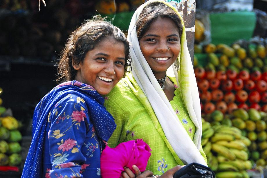 राकेश ने अपनी गैंग में बुजुर्ग महिलाओं को भी शामिल किया और ऐसे परिवारों में लड़कियाें के रिश्ते के लिए संपर्क करता. (फोटो- प्रतीकात्मक)