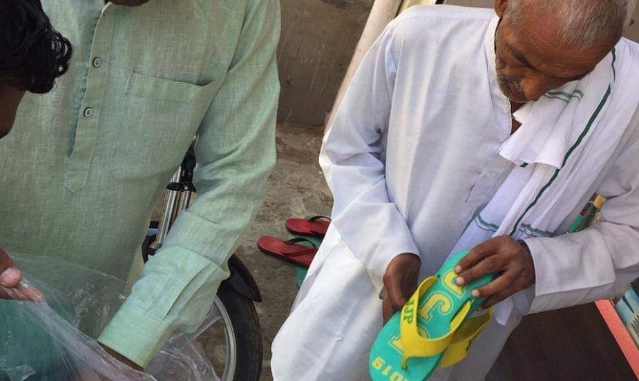 उचाना आरओ संजय बिश्नोई ने जांच के आदेश दिए. चुनाव के दौरान बांटी जा रही चप्पल शहर में चर्चा का विषय रही. बताया जा रहा है कि 60 के करीब चप्पलों के जोड़े रेलवे रोड, मंडी गेट के पास बांटे गए.
