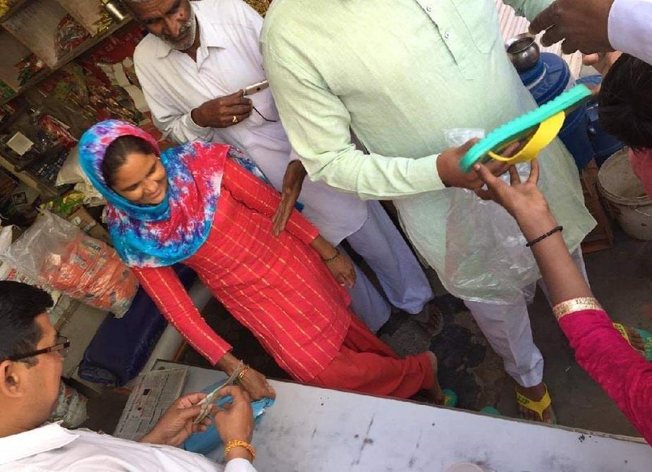 उचाना आरओ संजय बिश्नोई ने कहा कि उन्हें सूचना मिली है कि उचाना में जेजेपी चुनाव सिंबल चप्पल बांटी गई है. इसको लेकर जांच के आदेश दिए गए है. जो नियम के अनुसार कार्रवाई बनेगी वो की जाएगी.