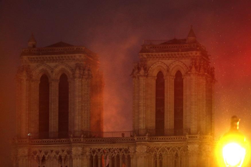 दो टॉवरों का निर्माण साल 1225 और साल 1250 के बीच किया गया था और पूरा कैथेड्रल साल 1345 में बनकर तैयार हुआ था.(तस्वीर -AP)