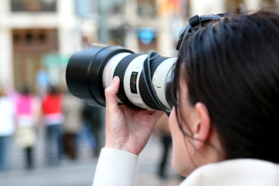 फोटोग्राफी- अगर आपकी रूचि फोटो खींचने में है तो आप इसमें अपना करियर भी बना सकते हैं. खासकर वाइल्ड लाइफ फोटोग्राफी में अच्छे अवसर मिल जाते हैं. 12वीं के बाद बीए इन फोटोग्राफी के अलावा इसमें सर्टिफिकेट और डिप्लोमा कोर्स भी किया जा सकता है.