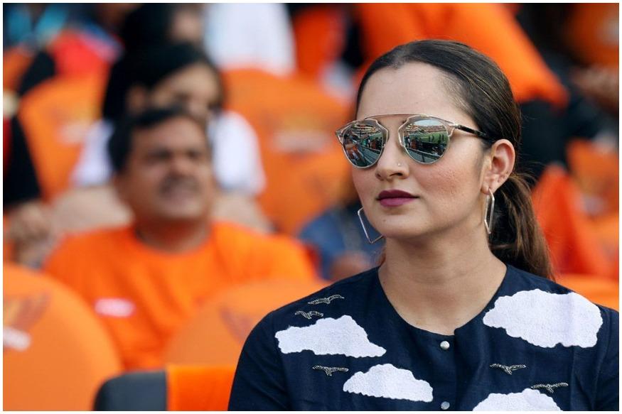 कोलकाता नाइट राइडर्स और सनराइजर्स हैदराबाद के बीच चल रहे मुकाबले में भी सानिया मिर्जा अपनी टीम का हौसला बढ़ाने पहुंचीं. सानिया ने ब्लैक कलर की ड्रेस पहनी हुई थी और उन्होंने ब्लैड शेड्स भी लगाए हुए थे.(साभार-आईपीएल)