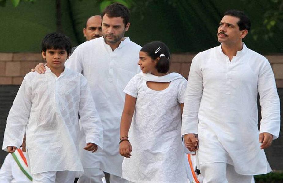 पूर्वी यूपी की कमान संभालने वाली प्रियंका की नजर 2022 यूपी विधानसभा चुनावों पर है. मीडिया में ऐसी खबरें है कि कांग्रेस प्रदेश में अपना खोया हुआ जनाधार वापस पाने के लिए प्रियंका को सीएम उम्मीदवार घोषित कर सकती है. ऐसा माना जा रहा कि आने वाले समय में गांधी परिवार की राजनीतिक पतवार प्रियंका के बच्चों के हाथों में जा सकती है.