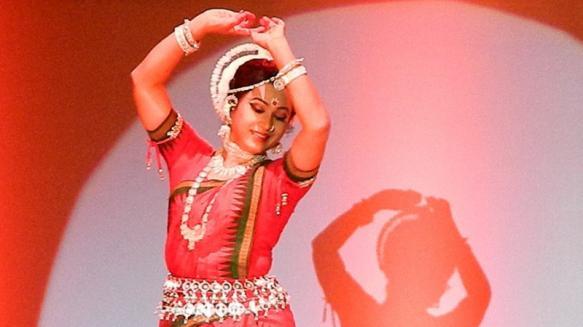 इनमें ओडिशी नृत्य के लिए गुरु केलुचरण महापात्रा, कुचिपुड़ी और भरतनाट्यम के लिए मल्लिका साराभाई और रुक्मिणी देवी अरुंडेल और कत्थक के लिए पंडित बिरजू महाराज बहुत प्रसिद्ध रहे हैं.(सभी प्रतीकात्मक तस्वीरे)