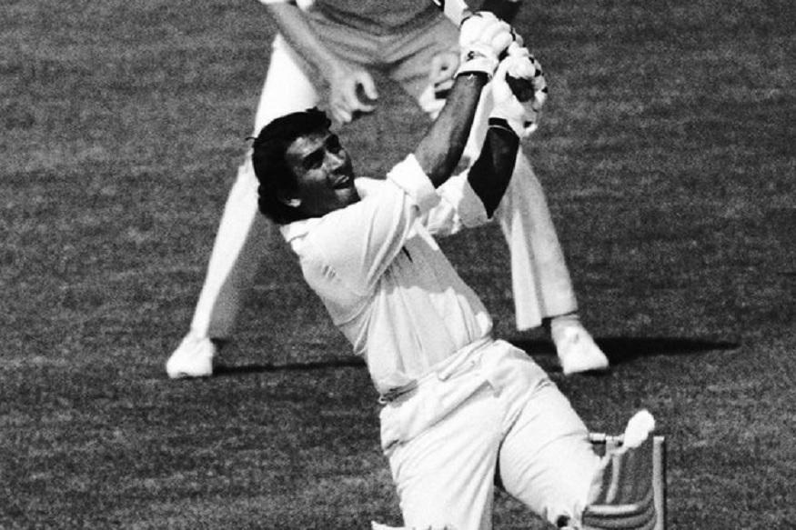बड़े टारगेट के सामने भारतीय टीम को तेजी से बैटिंग करने की जरूरत थी. इसके उलट गावस्कर ने टेस्ट क्रिकेट की तरह बहुत धीमा और रक्षात्मक खेलना शुरू किया. वो जिस कदर धीमा खेल रहे थे, उसे देखकर इंग्लैंड की टीम मन ही मन खुश हो रही थी जबकि भारतीय टीम मना रही थी कि गावस्कर जल्दी आउट हो जाएं. लेकिन गावस्कर अंत तक नाटआउट रहे.