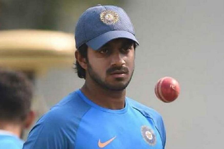 विजय शंकर को वर्ल्ड कप खेलने वाली भारतीय क्रिकेट टीम में शामिल किया गया है. 28 साल का ये क्रिकेटर आलराउंडर है. वो तमिलनाडु में तिरुनावेल्ली से ताल्लुक रखते हैं. विजय की पढाई चेन्नई में हुई. पहले उन्होंने वहां से इंटर किया और फिर वहीं के गुरुनानक देव कॉलेज से ग्रेजुएशन किया है. इस तरह वो भारतीय क्रिकेट के दूसरे ग्रेजुएट क्रिकेटर हैं.