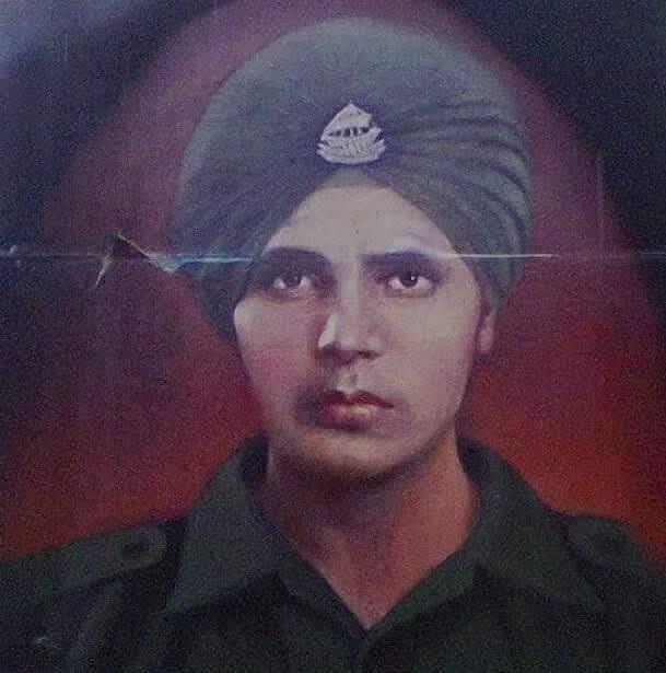 मौत के 50 साल बाद भी सिपाही हरभजन सिंह सिक्किम सीमा पर हमारे देश की सुरक्षा कर रहे हैं. यही कारण है कि आज भी भारतीय सेना उनके मंदिर का रखरखाव करती है और उनके मंदिर में पूजा-पाठ की जिम्मेदारी भी सेना के जिम्मे है. कई लोगों का कहना है कि पंजाब रेजिमेंट के जवान हरभजन सिंह की आत्मा पिछले करीब 50 सालों से लगातार देश के सीमा की रक्षा कर रही है.