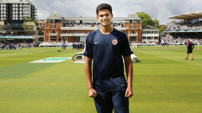 - बल्ले और गेंद से मुंबई टी20 लीग 2019 से अच्छा प्रदर्शन करने वाले अर्जुन तेंदुलकर की टीम वानखेडे स्टेडियम में खेले गए सेमीफाइनल मैच में हारकर प्रतियोगिता से बाहर हो गई.