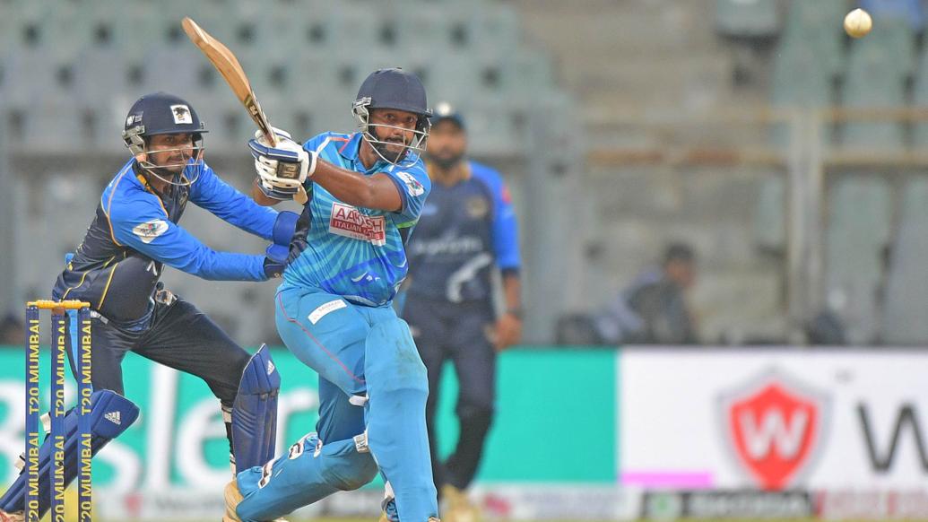 - नॉर्थ मुंबई पैंथर्स के खिलाफ मुकाबले में अर्जुन तेंदुलकर ने 3 विकेट लिए और इसके बाद ओपनिंग पर उतरते हुए तेजी से 28 रन भी बनाए. (PC - T20mumbai)