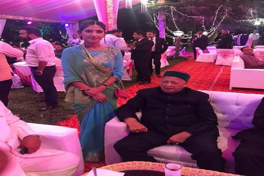 अदिति ने सोनिया गांधी के साथ अपने परिवार के सदस्यों की तस्वीरों को शेयर करते हुए उन्होंने स्पष्ट किया कि दोनों परिवारों के बीच संबंध काफी पुराने हैं. अफवाहों से तंग आने के बाद उन्होंने ट्वीट कर अपने दुख का इजहार किया था. उन्होंने लिखा, मैं कल से बहुत अधिक परेशान हूं. सोशल मीडिया पर मेरी और राहुल गांधी जी की शादी को लेकर लगातार झूठ फैलाया जा रहा. उन्होंने यह साफ किया कि राहुल गांधी जी उनके 'राखी' वाले भाई हैं.
