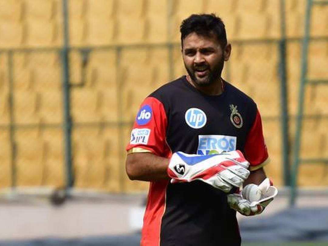 - नंबर चार पर कोहली की टीम से खेलने वाले पार्थिव पटेल हैं. जिन्होंने अभी तक 82 विकेट लिए हैं. (PC- IPL)