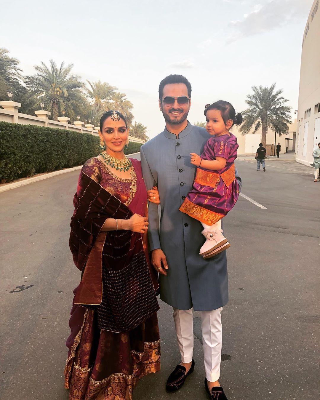 बता दें ईशा ने साल 2012 में बिजनेसमैन भरत तख्तानी से शादी की थी. जिसके बाद उन्होंने फिल्मों से दूरी बनाना शुरू कर दिया था. हालांकि ईशा, साल 2018 में आई शॉर्ट फिल्म केकवॉक में नज़र आई थीं.