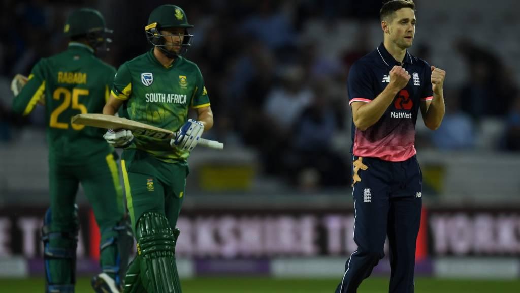 पहला मैच मेजबान इंग्लैंड और दक्षिण अफ्रीका के बीच खेला जाएगा. ये दोनों टीमें अब तक एक भी बार वर्ल्ड कप नहीं जीत पाई हैं. इस बाद वर्ल्ड कप में 10 टीमें हिस्सा ले रही हैं.