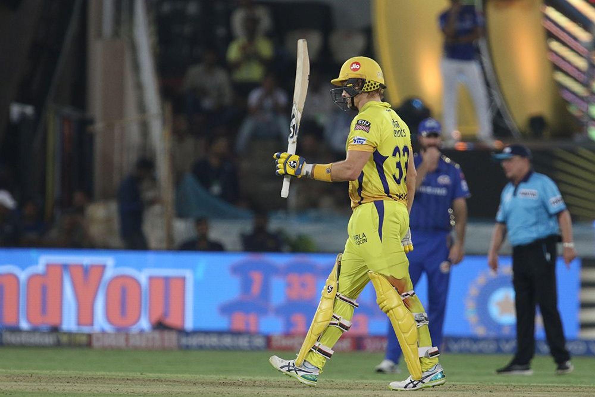 आईपीएल के मौजूदा सीजन में शेन वॉटसन ने 17 मैचों में 398 रन बनाए. इस दौरान उनके बल्ले से तीन अर्धशतक भी निकले हैं. जबकि उन्होंने दूसरे क्वालिफायर में दिल्ली के खिलाफ अर्धशतक ठोककर अपनी टीम को फाइनल तक पहुंचाया. इसके बाद वॉटसन ने मुंबई इंडियंस के खिलाफ फाइनल में भी अर्धशतक लगाकर अपनी टीम को लगभग जीत दिला दी थी लेकिन घुटने में लगी चोट के चलते वो ऐसा नहीं कर पाए.(Photo-IPL)