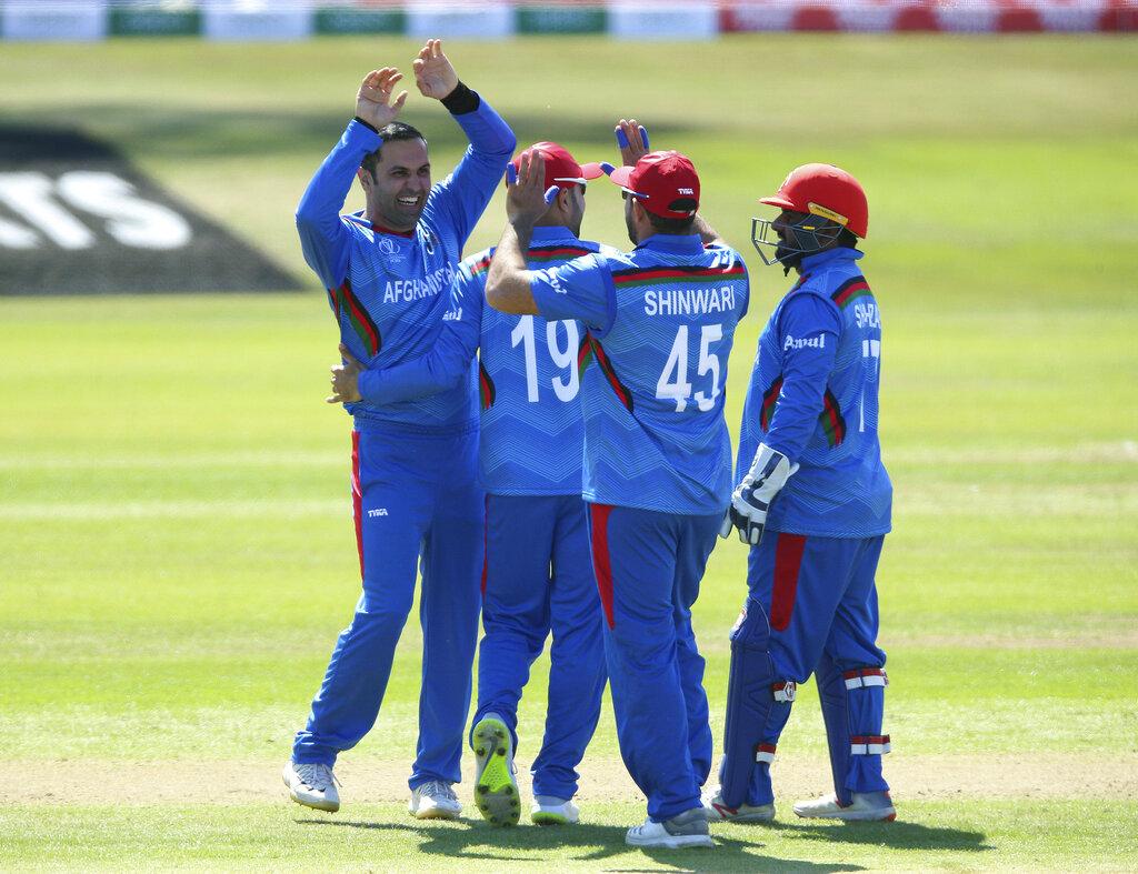 अफगानिस्तान के स्पिनर मोहम्मद नबी ने पाकिस्तान के खिलाफ 3 और राशिद खान ने दो विकेट निकाले. वर्ल्ड कप से पहले पाकिस्तान की इस तरह की बल्लेबाजी ने उसके फैंस के माथे पर चिंता की लकीर जरूर पैदा कर दी होगी.