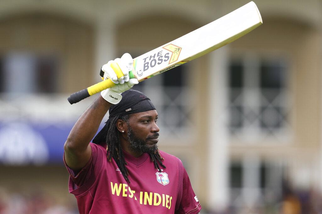 - वहीं वनडे की बात करें तो उनके 315 छक्के हैं उनसे आगे बस शाहिद अफरीदी हैं जिन्होंने 351 छक्के मारे हैं. (PC - AP)