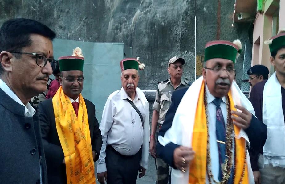 नाथपा डैम साइट पर विधि विधान के साथ सतलुज की आराधना की गई.