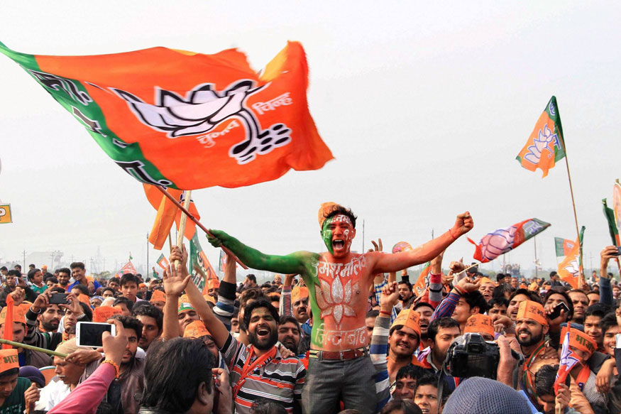लोकसभा चुनाव के पांचवें चरण में सात प्रदेशों की 51 लोकसभा सीटों पर आज वोटिंग हो रही है. इसमें यूपीए अध्यक्ष सोनिया गांधी, कांग्रेस अध्यक्ष राहुल गांधी, गृह मंत्री राजनाथ सिंह, कांग्रेस के वरिष्ठ नेता जितिन प्रसाद, शत्रुघ्न सिन्हा की पत्नी पूनम सिन्हा, केंद्रीय मंत्री स्मृति ईरानी, आचार्य प्रमोद कृष्णम, केंद्रीय राज्य मंत्री अनुप्रिया पटेल की मां कृष्णा पटेल, साध्वी निरंजन ज्योति और दस्यु सम्राट मलखान सिंह जैसे बड़े चेहरों की सियासी किस्मत दांव लगी है.