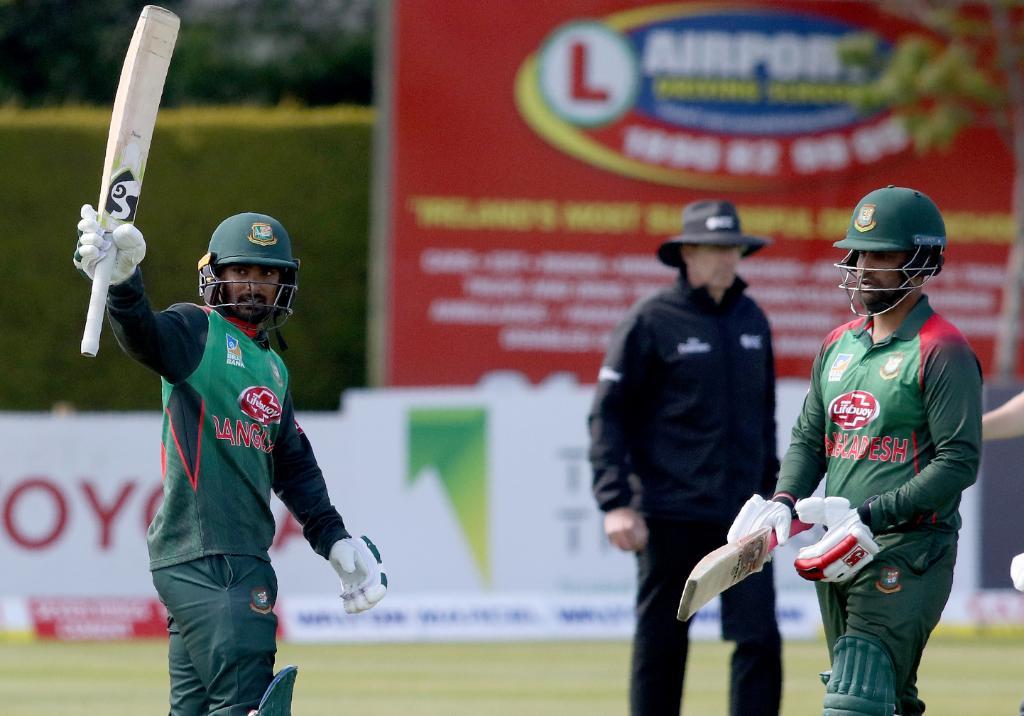 आपको बता दें बांग्लादेश और वेस्टइंडीज की टीम ट्राई सीरीज के फाइनल में पहुंच गई है. 17 मई को दोनों के बीच फाइनल मैच होगा.