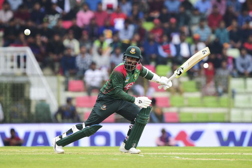 बांग्लादेश ने आयरलैंड को करारा जवाब देते हुए 293 रनों का लक्ष्य महज 43वें ओवर में हासिल कर लिया. बांग्लादेश के लिए लिट्टन दास ने 76, तमीम इकबाल ने 57 और शाकिब अल हसन ने 50 रनों की पारी खेली.