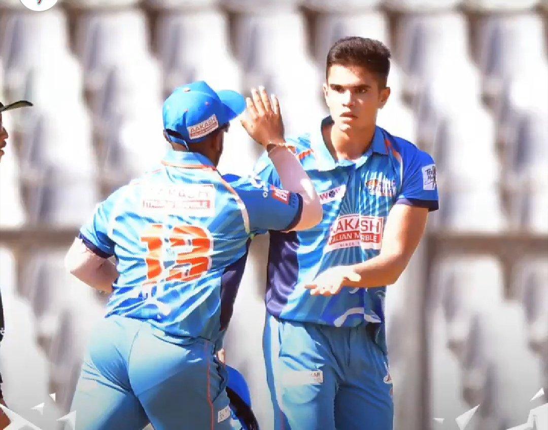 इसके बाद अर्जुन तेंदुलकर को डेथ ओवर्स में गेंदबाजी सौंपी गई जिसमें उन्होंने 2 ओवर में 3 विकेट चटकाए. अर्जुन तेंदुलकर ने अपनी अगले दो ओवर में 14 रन देते हुए 3 विकेट चटकाए.