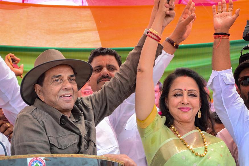 बॉलीवुड की मशहूर अदाकारा और मथुरा से लगातार दूसरी बार सांसद चुनकर आईं हेमा मालिनी ने साल 2019 के चुनाव में जबर्दस्त जीत हासिल की लेकिन उन्हें मंत्रिमंडल में जगह नहीं मिली.