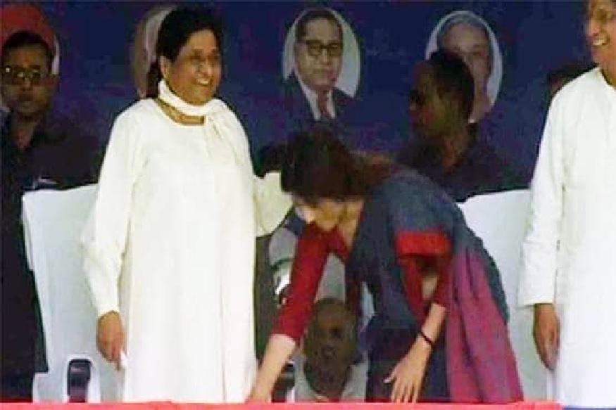 इसके बाद मायावती कन्नौज में अखिलेश की पत्नी डिंपल यादव के चुनाव प्रचार के लिए पहुंचीं. यहां डिंपल यादव द्वारा मायावती के पैर छूना सोशल मीडिया पर खासा चर्चा का विषय रहा.