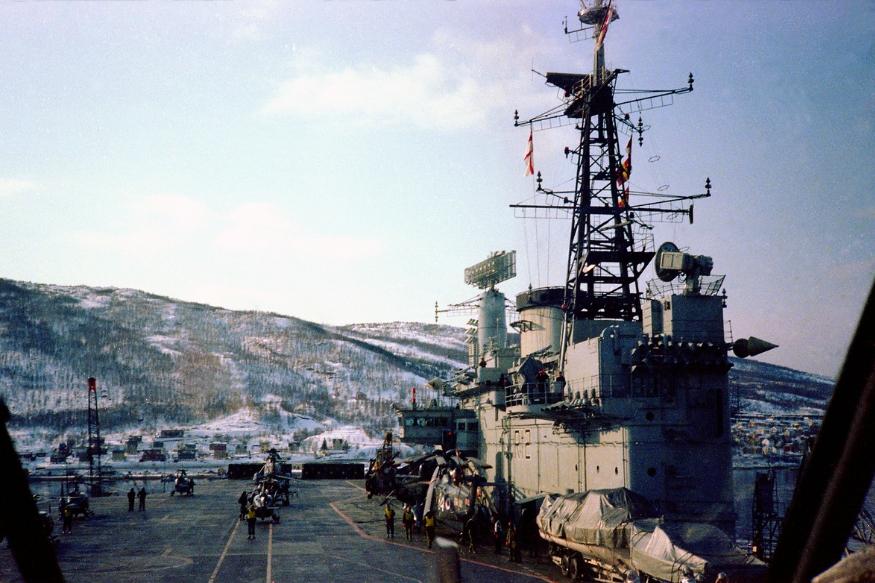 भारत और अमेरिका की यह नौसेना की डील ब्रिटेन के फॉकलैंड्स वॉर करियर HMS हेरमेस के भारत को 1987 में बेटे जाने के बाद हो रही है. जिसे भारत ने INS विराट नाम दिया था. भारत ने इस युद्धपोत को दो साल पहले सेवामुक्त कर दिया गया था.