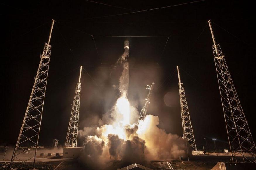 ISRO ने 2 मई को बताया कि जियोसिक्रोनस सैटेलाइट लॉन्च व्हीकल मार्क III (GSLVMKIII) इस चंद्र मिशन के तीन मुख्य हिस्से लेकर जाएगा. ये होंगे- ऑर्बिटर, लैंडर (जिसका नाम विक्रम है) और रोवर (जिसका नाम प्रज्ञाम है).(सभी तस्वीरें सांकेतिक)
