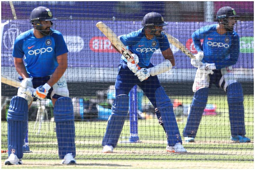 30 मई से इंग्लैंड में क्रिकेट वर्ल्ड कप का आगाज हो रहा है. इस बार ये टूर्नामेंट राउंड रोबिन लीग अंदाज में खेला जाएगा. 1992 वर्ल्ड कप के बाद ऐसा पहली बार है जब वर्ल्ड कप इस फॉर्मेट के तहत खेला जा रहा है.राउंड रोबिन लीग फॉर्मेट में सभी टीमें एक-दूसरे के खिलाफ एक-एक मैच खेलेंगी और फिर टॉप 4 टीमें सेमीफाइनल के लिए क्वालिफाई करेंगी.