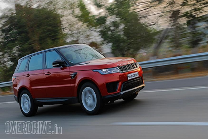 Range Rover Sport पेट्रोल S, SE और HSE ट्रिम्स में उपलब्ध होगी और नया पेट्रोल इंजन अब डीजल इंजन वाली कार के साथ शामिल हो गया है.