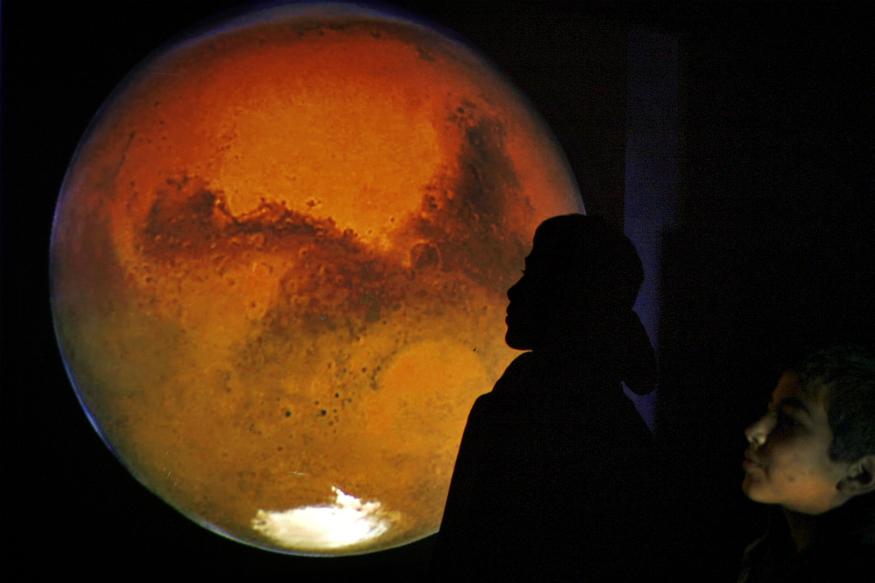 चंद्रयान 2 मिशन के लिए जाने वाले 13 पेलोड के बारे में इसरो चेयरमैन ने विस्तार से बताया. उन्होंने कहा, दरअसल ये पेलोड वातावरण में उपस्थित तत्वों की जांच करेंगे. इसके अलावा वे चंद्रमा की सतह की जांच, उसकी माप और ऊपरी सतह का संरचना और चंद्रमा की सतह के तत्वों की जांच करेंगे.
