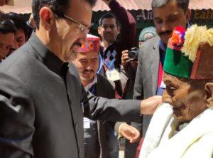 1917 में हिमाचल प्रदेश के कल्पा के चिन्नी गांव में जन्मे श्याम शरण नेगी ने अक्तबूर 1951 में पहली बार आम चुनावों में वोट डाला था.