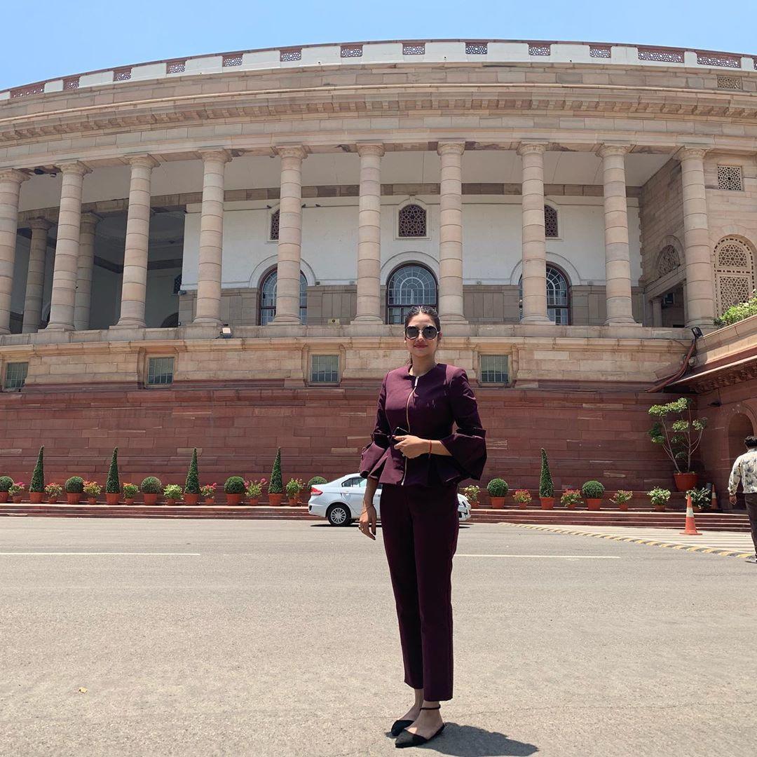 लोकसभा चुनाव 2019 में तृणमूल कांग्रेस पार्टी से बसीरहाट लोकसभा सीट पर चुनाव जीत कर सांसद बनी नुसरत जहां ने संसद भवन के बाहर से अपनी तस्वीर साझा की. हालांकि इस तस्वीर में पारंपरिक भारतीय परिधान नहीं पहनने के लिए उन्हें और उनकी साथी सांसद मिमि चक्रवर्ती को सोशल मीडिया पर ट्रोल किया गया था. लेकिन नुसरत को इस ट्रोलिंग से कोई खास फर्क नहीं पड़ा.