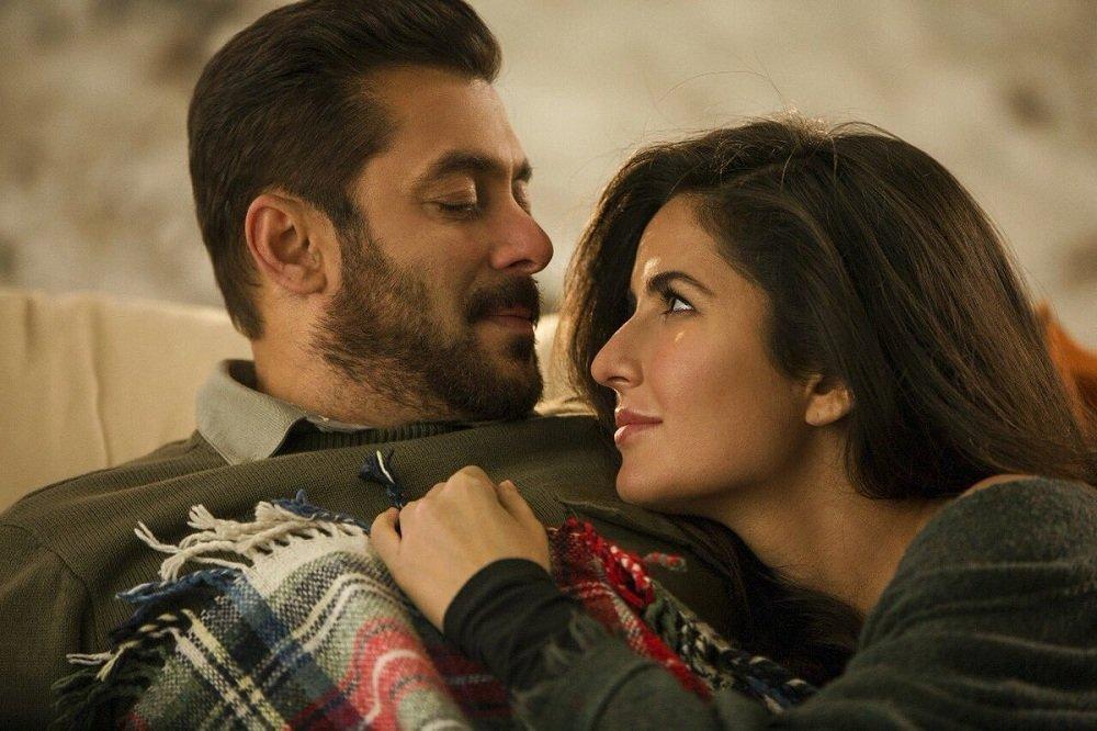 कटरीना और सलमान खान की दोस्ती तो जगजाहिर है ही लेकिन अब फिल्म के डायरेक्टर अली अब्बास ने इनकी दोस्ती से जुड़ा एक बड़ा खुलासा किया है. हाल ही में अली अब्बास ने मीडिया बातचीत में बताया कि अब कटरीना अपना जोर चलाकर फिल्म में न सिर्फ अपने डायलॉग और रोल बढ़वा लेती हैं बल्कि सलमान की भी लाइन कटवाकर खुद ले ले लेती हैं.