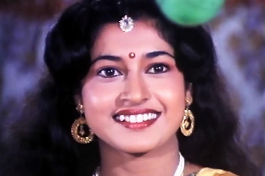 बीरभूम से चुनाव लड़ रहीं सतबदी रॉय अभिनेत्री रही हैं. वह इस सीट पर पहले से सांसद हैं. उन्होंने टीएमसी के टिकट पर 2014 में चुनाव जीता था.