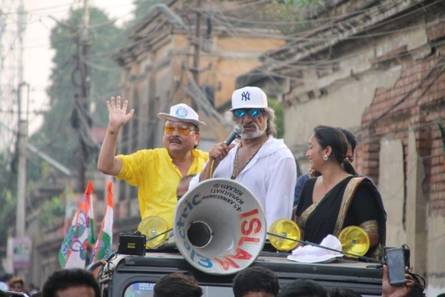 पश्चिम बंगाल के भाटपाड़ा विधानसभा सीट में होने वाले उप-चुनावों के लिए 8 मई को बॉलीवुड एक्टर शक्ति कपूर ने तृणमूल कांग्रेस के प्रत्याशी मदन मित्रा के लिए चुनाव प्रचार किया.