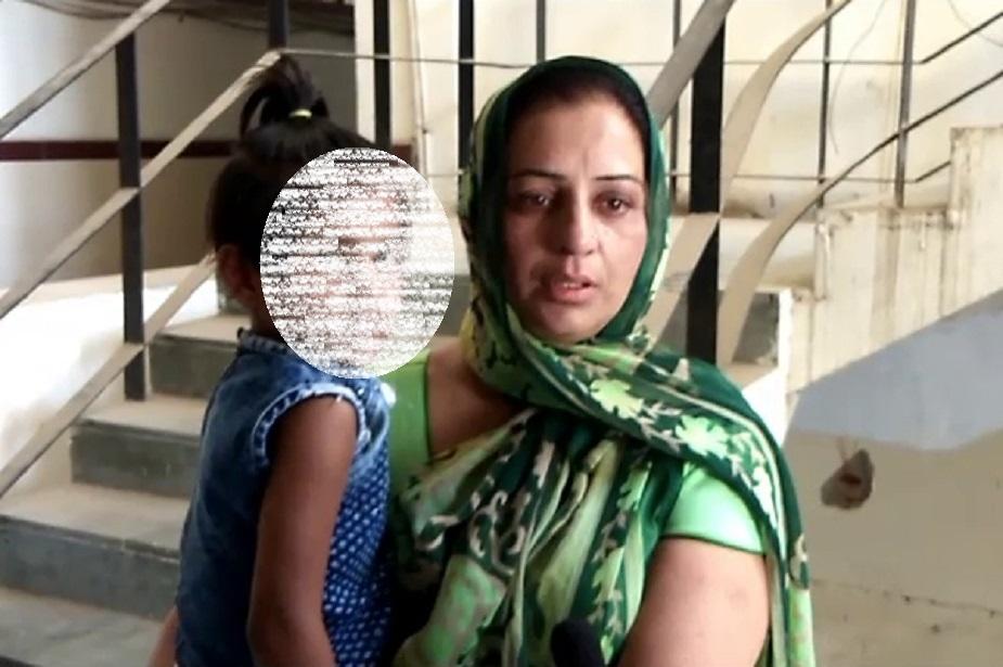 थक हार कर वह आज अपनी बच्चियों के साथ धरने पर बैठी है. महिला ने चेतावनी देते हुए कहा कि अगर उसे न्याय नहीं मिला तो वह आत्महत्या कर लेगी.